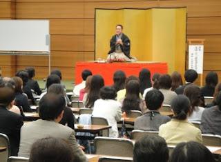 講演会講師・三遊亭楽春のCS向上コミュニケーション講演会の風景。