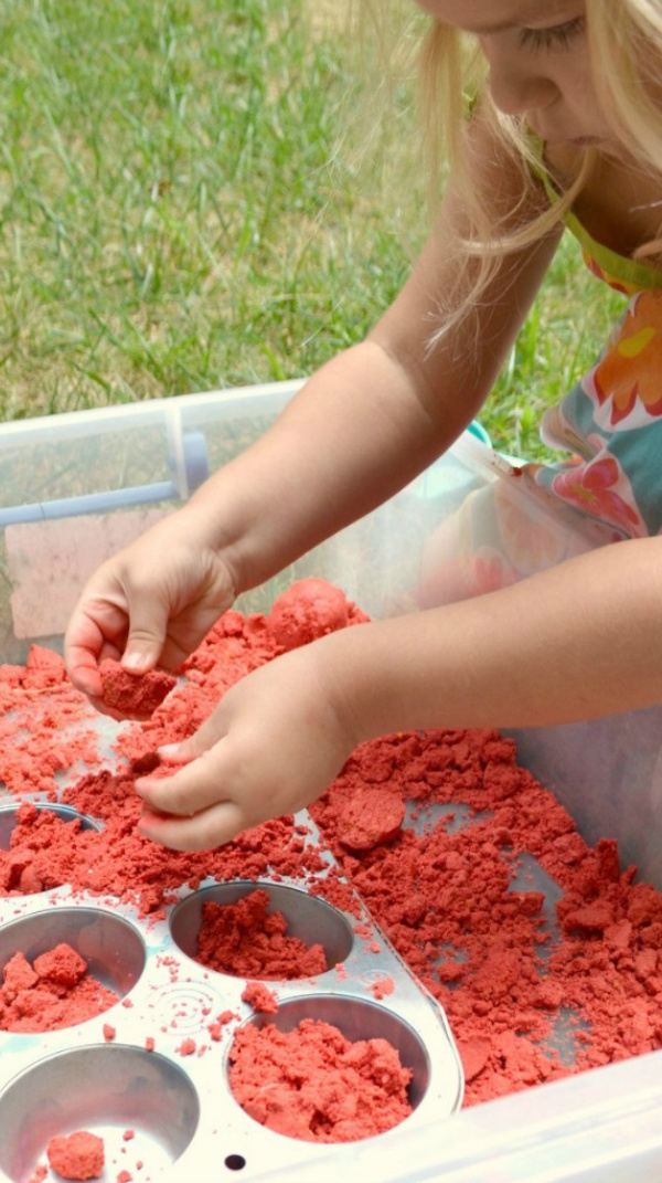 Make your own moon sand that smells just like apple!  My kids love this play recipe. #applecraftspreschool #applecrafts #applecraftsforkids #apples #applespreschooltheme #applesrecipes #moonsand #moonsandrecipe #moonsanddiy #fallcrafts #growingajeweledrose #activitiesforkids