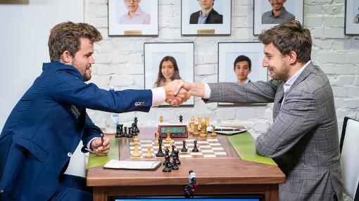 Les grands maîtres d'échecs Magnus Carlsen et Sergey Karjakin s'affrontant lors d'une précédente édition de la Sinquefield Cup - Photo © Grand Chess Tour