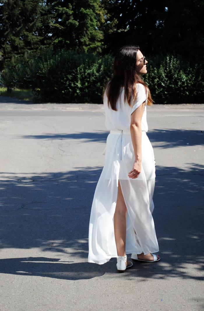 biały strój