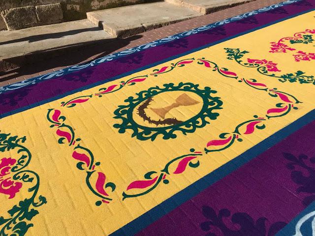Alfombras de serrín Elche de la Sierra alfombra con cáliz