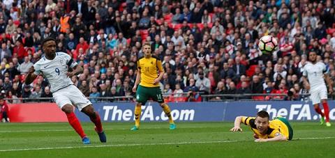 Defoe ghi bàn trong lần tái xuất tuyển Anh sau 4 năm vắng bóng
