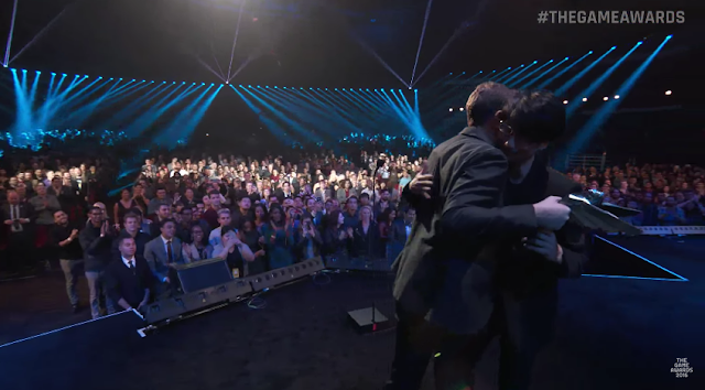 Hideo Kojima Geoff Keighley hugging The Game Awards 2016 Industry Icon award