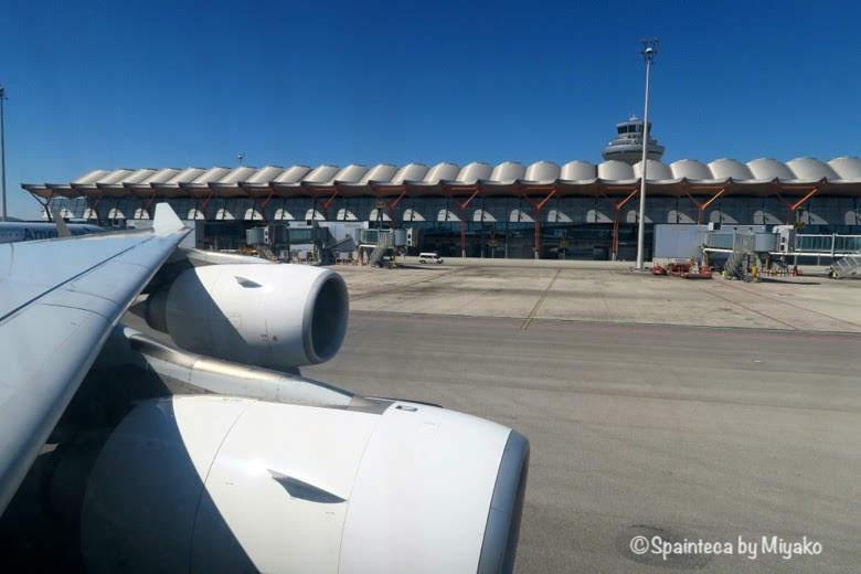 スペイン直行便の飛行機と空港