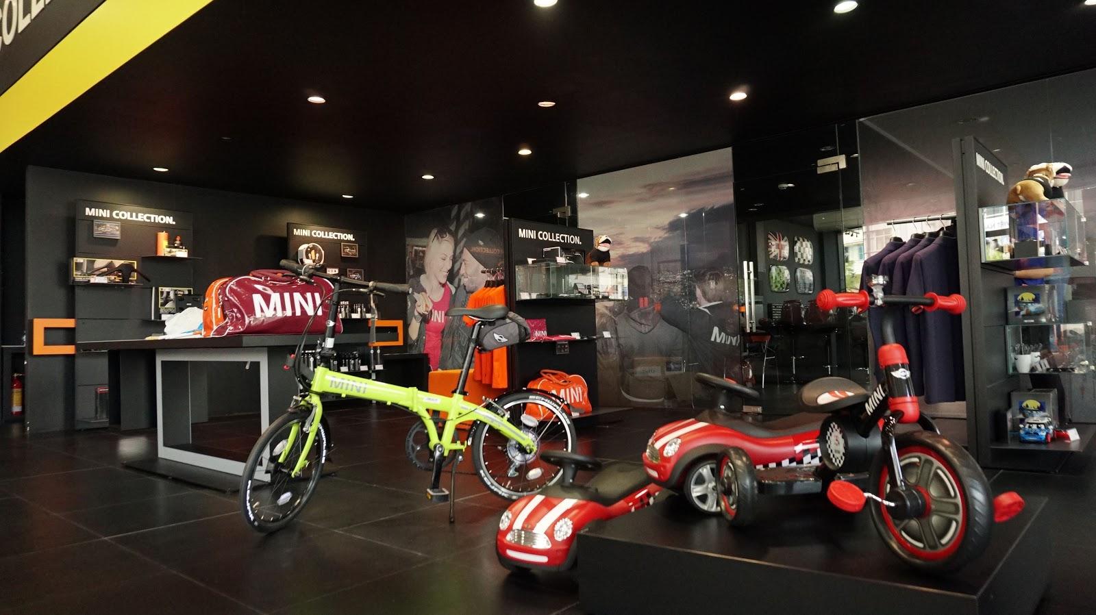 Vật dụng vui đùa như xe mô hình, xe đạp dành cho các bé