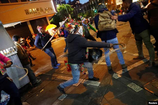 Muchos bolivianos siguen en las calles protestando por los resultados de la reciente elección del pasado 20 de octubre de 2019 / REUTERS