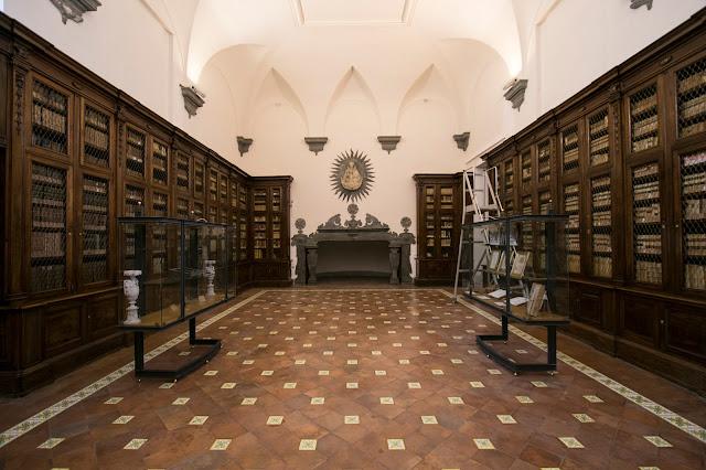 Sala del camino-Complesso monumentale dei Girolamini-Napoli