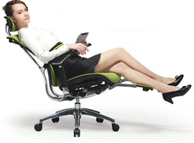 Kursi kantor kulit sandaran rendah memberikan kenyamanan