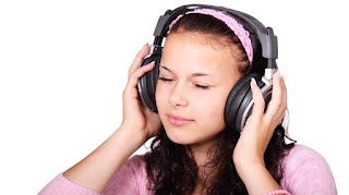 Bahaya Memakai Headset Terlalu  Lama