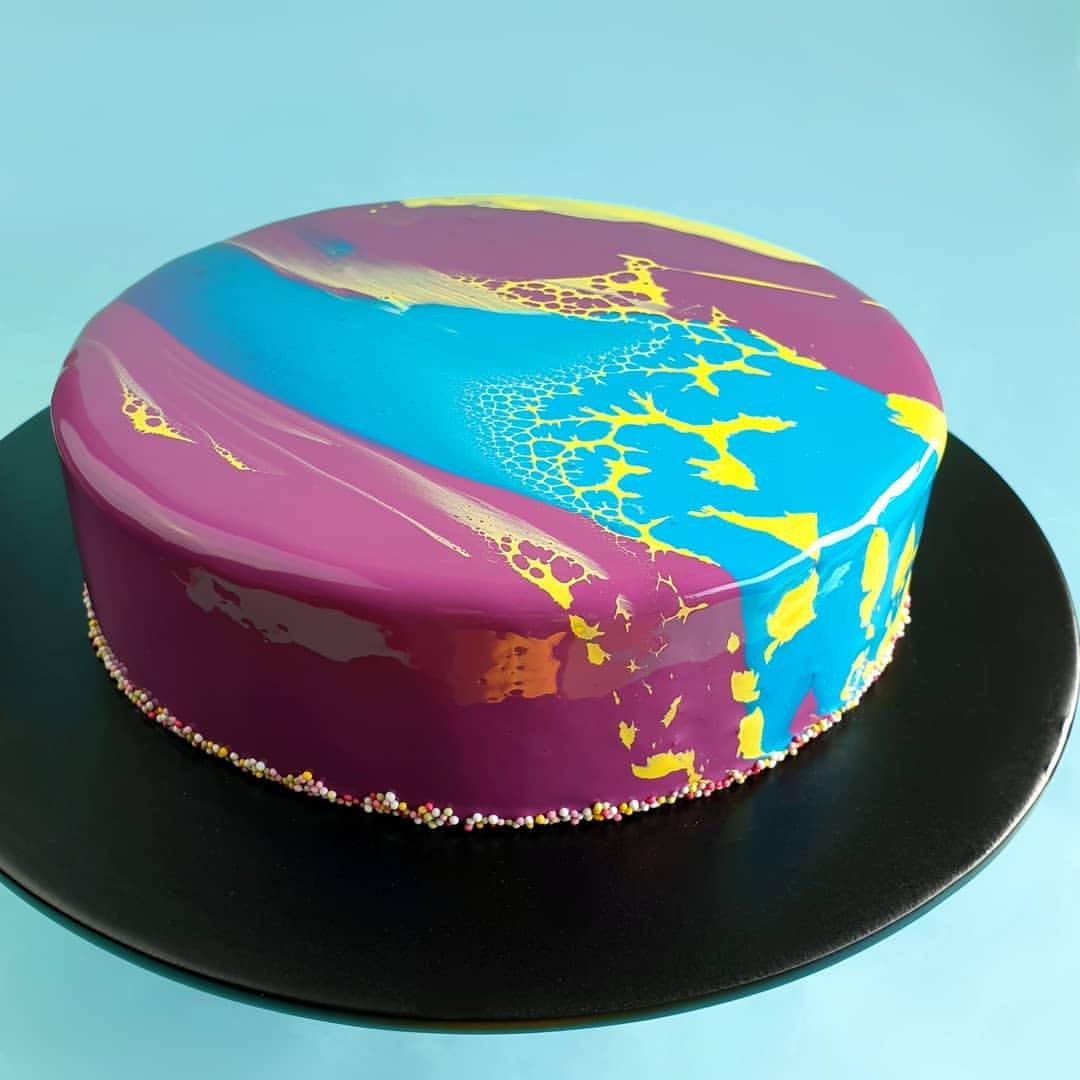 Mirror glazed cakes