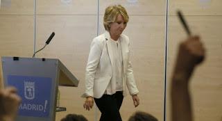 Esperanza Aguirre, un ícono del Partido Popular, renunció tras la detención de su mano derecha.