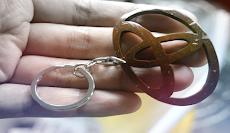 Begini Cara membuat Gantungan Kunci Logo Toyota dari Tempurung Kelapa