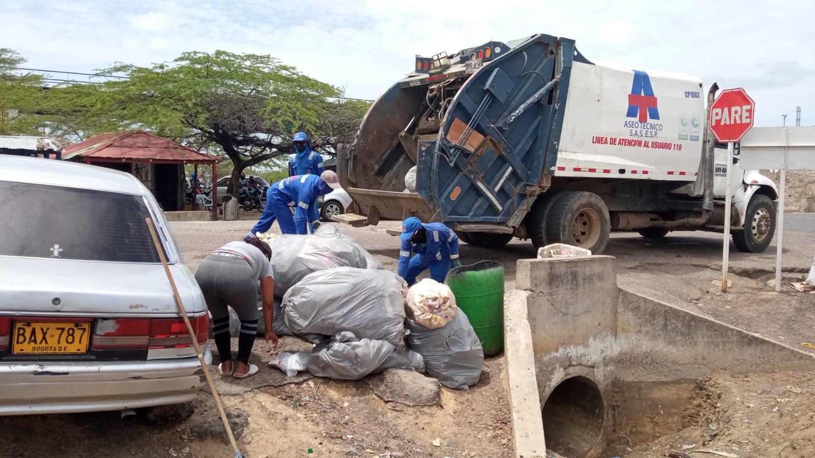 hoyennoticia.com, Policía en Maicao adelantó jornada de limpieza y ornato en Cuatro Vías