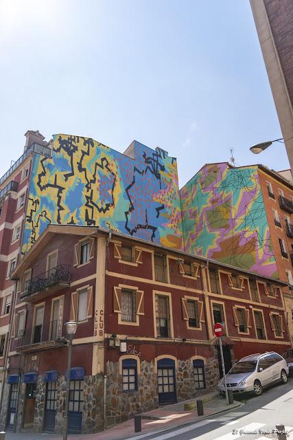 Mural en Cortes 19, por Fermín Moreno Martín - Bilbao, por El Guisante Verde Project