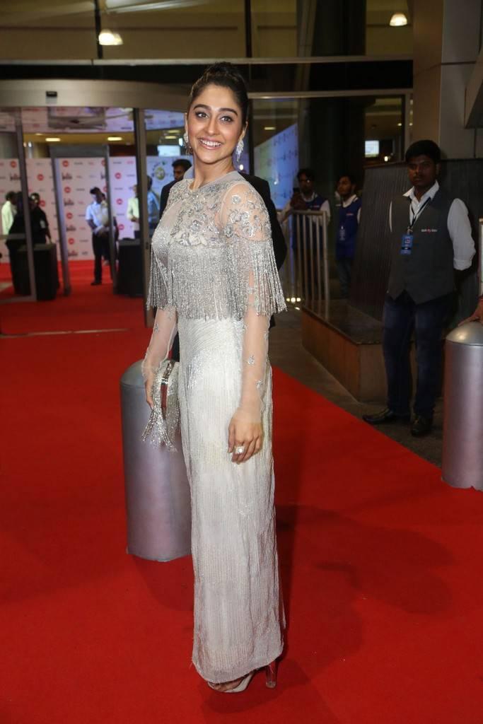 Regina Cassandra At 64th JIO Filmfare Awards 2017 Stills