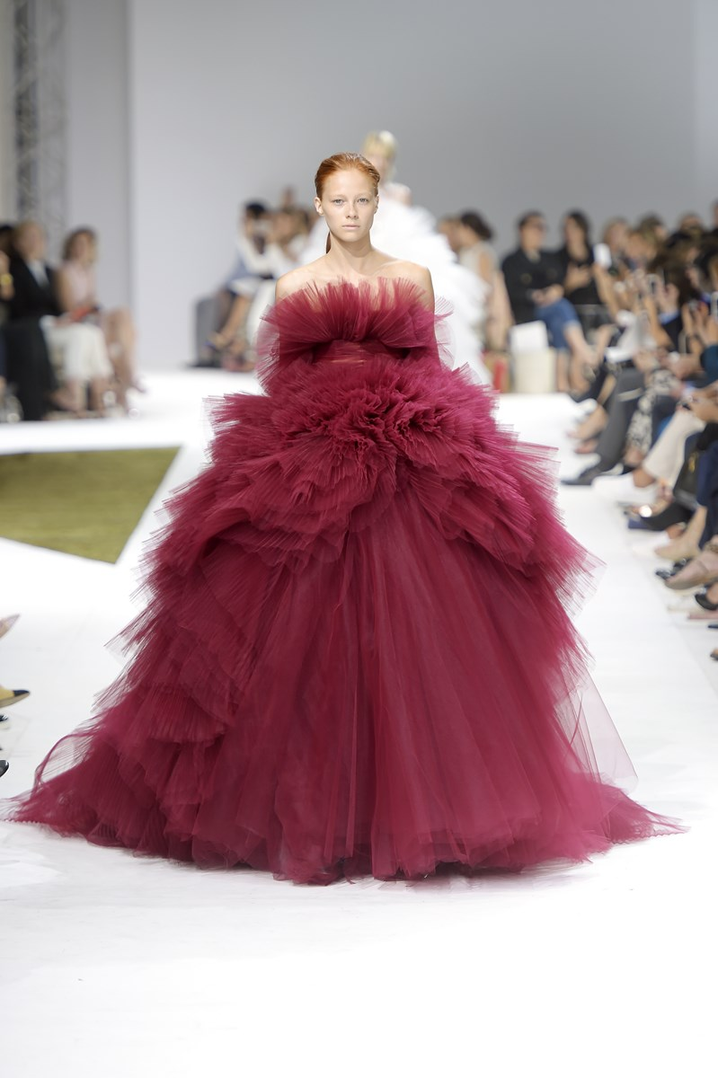 Giambattista-Valli-Haute-Couture-Fall-Winter-2016-2017, Giambattista-Valli-Haute-Couture, Giambattista-Valli-Haute-Couture-fall-winter; Giambattista-Valli-Haute-Couture-fw-16-17, Giambattista-Valli-Haute-Couture-fw, Giambattista-Valli, Giambattista-Valli-fall-winter, mode-à-paris, modeaparis, dudessinauxpodiums, du-dessin-aux-podiums, haute-couture, paris-haute-couture, robe-haute-couture, paris-mode