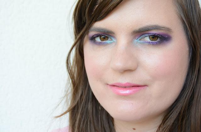 Makeup violet et turquoise