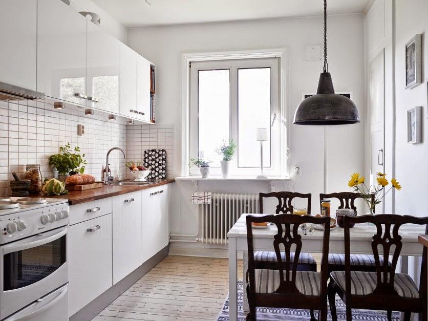 Bello interior de una casa acogedora decorada con encanto