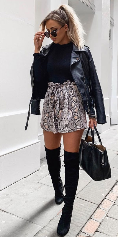 Look your best when you step out this holiday season. Here are 22 pure holiday style inspiration new ways to dress and impress in the upcoming christmas season. Holiday Fashion via higiggle.com | Jacket outfits | #fashion #holiday #skirt #jacket