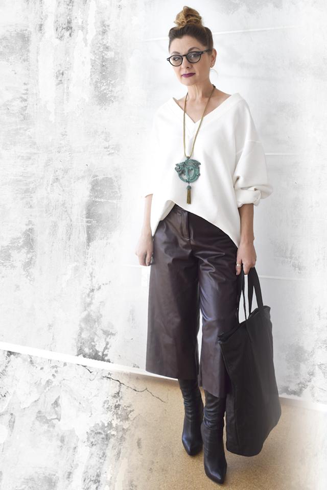 Lederculotte-in-lila-Herbstlook-große-Tasche
