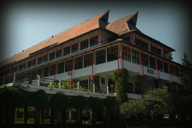 01. Kampus Arsitek di Institut Teknologi Bandung (ITB)