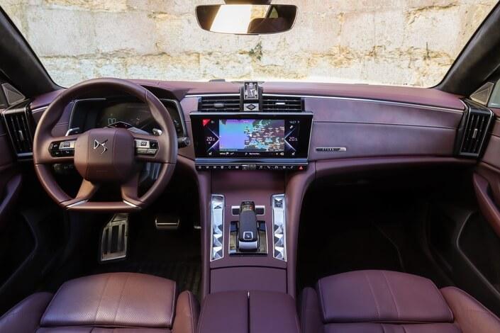 Static comparison: BMW 5 Series VS DS9