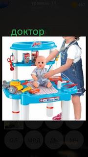 389 фото девочка играет в доктора с куклой 11 уровень