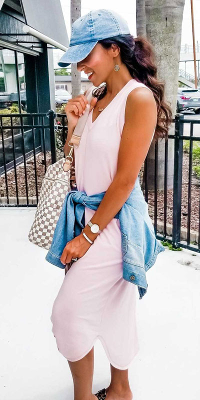 21 Fabulous Fall Outfit Ideas to Start Fall with Style. From work to brunch to date-night, you'll be falling for these ideas that will suit your every need. Women's Style + Fashion via higiggle.com | midi dress + jackets | #fall #winter #outfits #dress