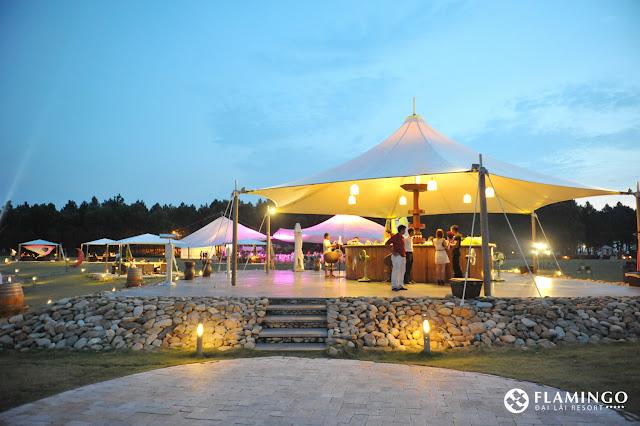 bar ngoai troi tai flamingo beach club