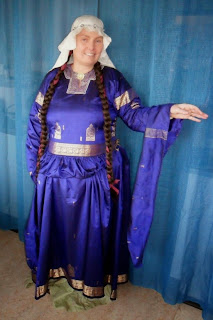 http://evashistoricalcostumes.blogspot.se/p/a-silk-bliaut-from-saree.html