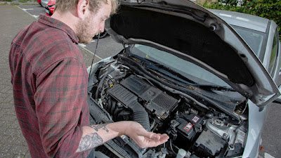Cosas a evitar cuando el motor del coche se calienta