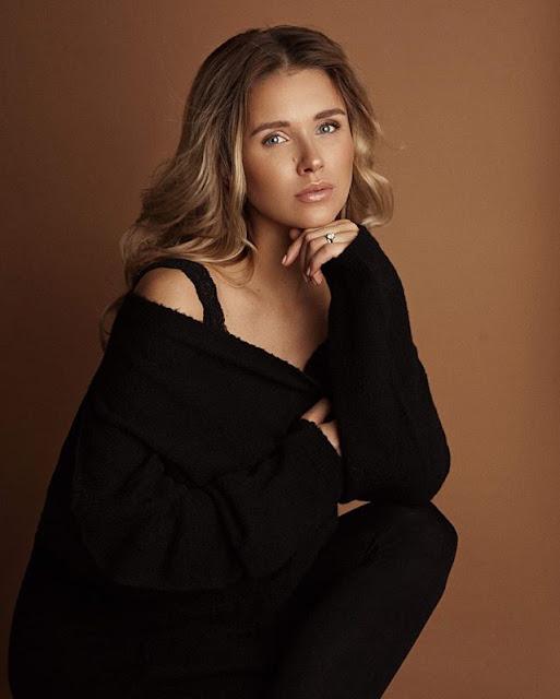 Scarlett Gartmann Hot & Sexy pics