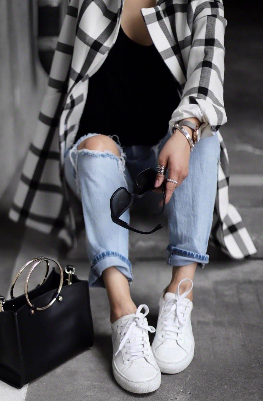 street style addiction / plaid cardigan + bag + ripped jeans + white sneakers + black top