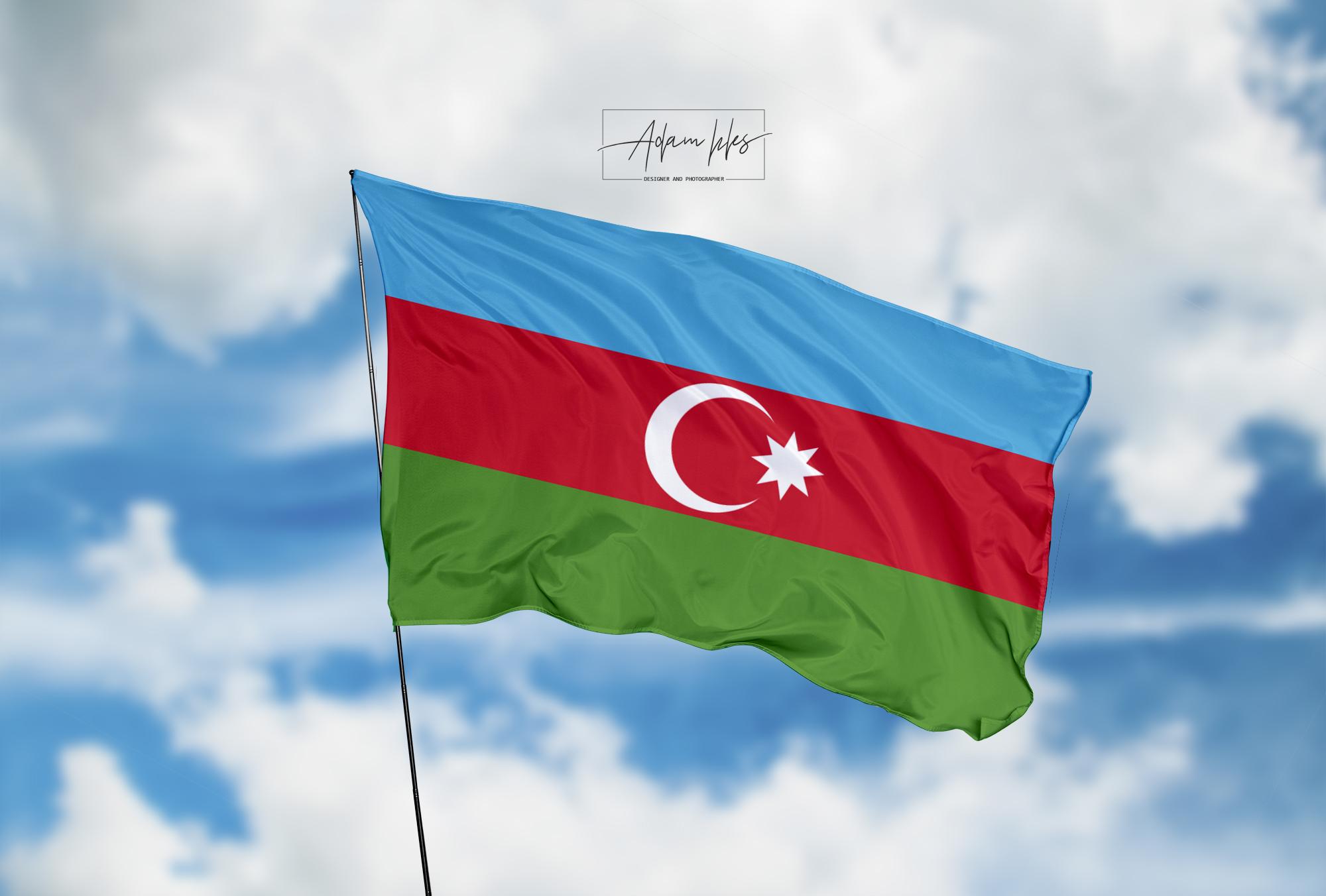 تحميل اجمل خلفية علم اذربيجان يرفرف في السماء - اجمل خلفيات اذربيجان الرائعة