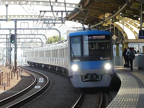 小田急電鉄 各駅停車 成城学園前行き3 4000形