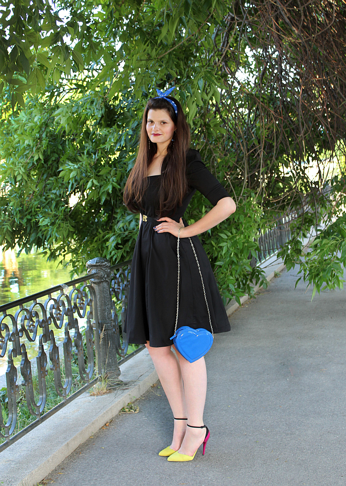 perfect little black dress, sexy little black dresses, pin up look, blue heart purse, stunning vintage style dress, flared skirt