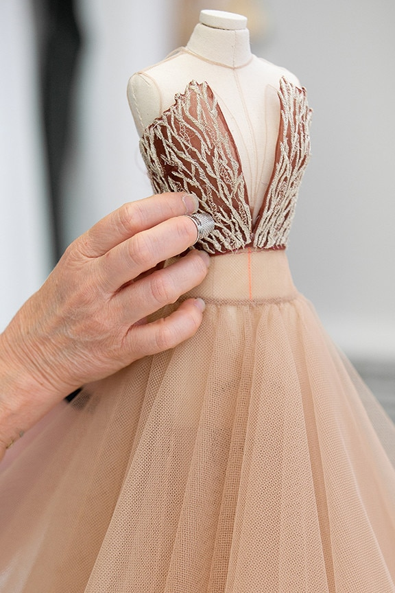 Manequim em miniatura alta-costura Dior 20-21