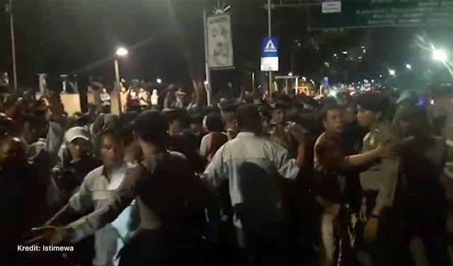 Aksi 'Menghadang' Massa Awak Mobil Tangki Awal dari Kekalahan Jokowi
