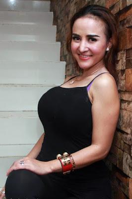 Hunting bra ungu dari artis cantik Cynitiara Alona