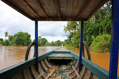 Navigating the Mekong river in Si Phan Don - 4000 islands in the Mekong (Laos)