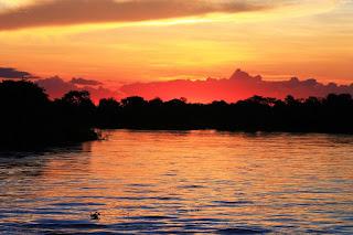 Sonhei pelas margens do rio