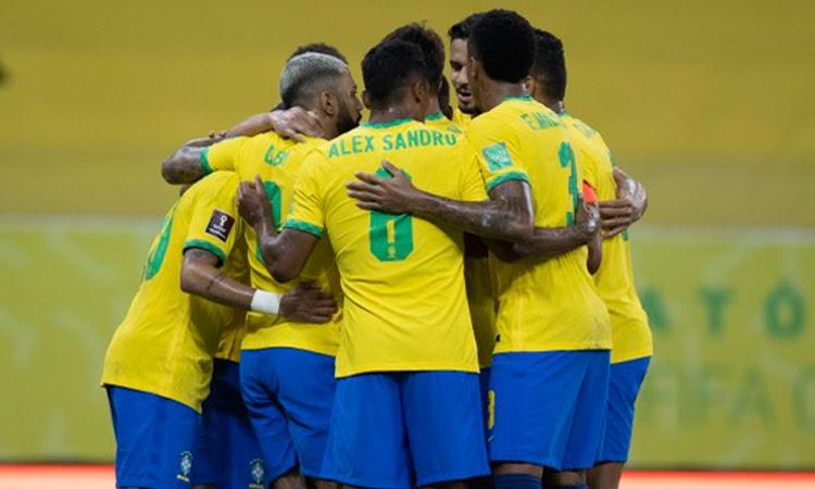 Brasil vence o Peru e segue líder nas Eliminatórias