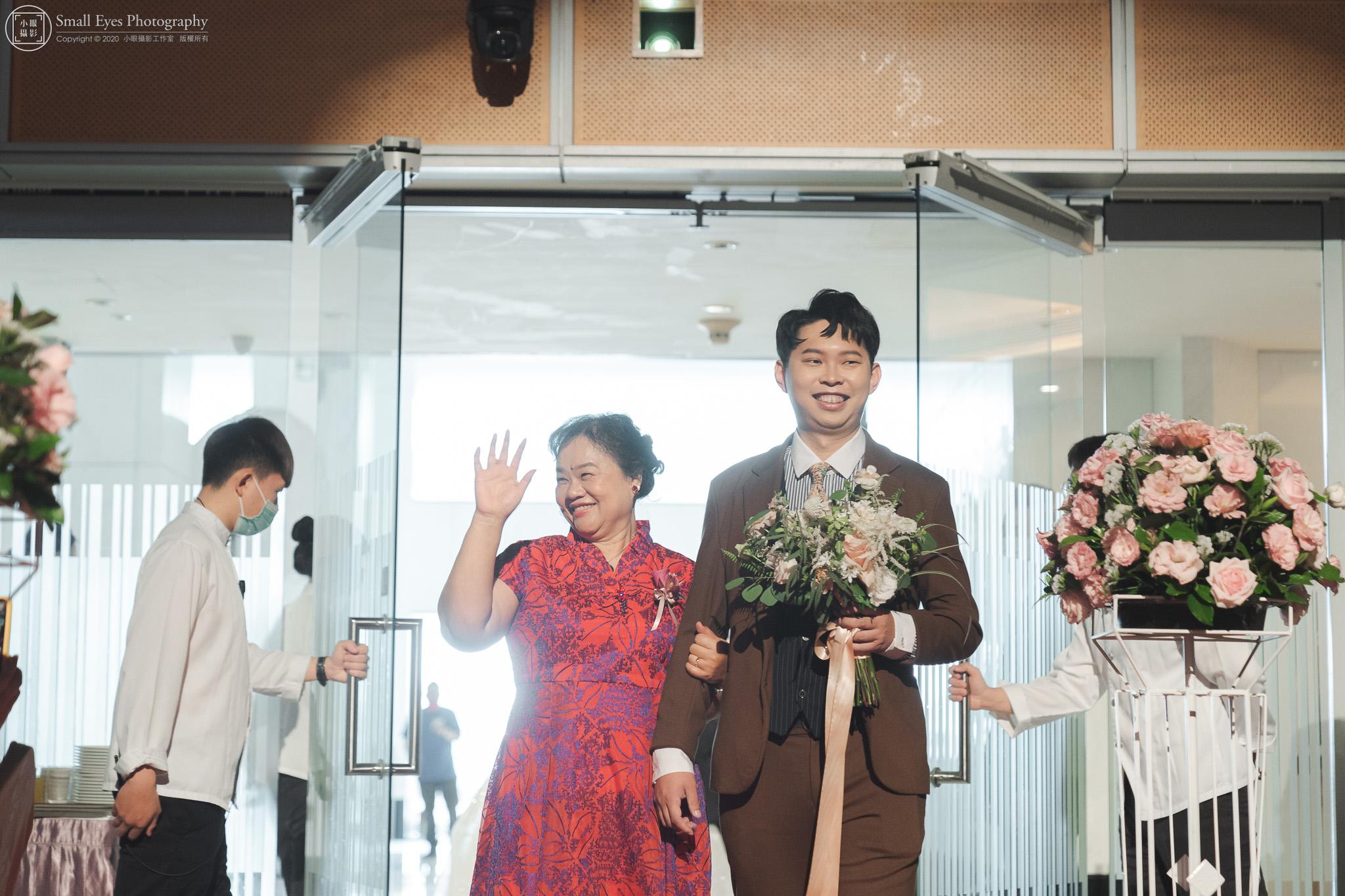 小眼攝影,傅祐承,婚禮攝影,婚攝,婚禮紀實,婚禮紀錄,台中,裕元花園,酒店,進場,新郎,母親
