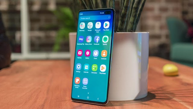 What does Samsung Galaxy S11 come with?