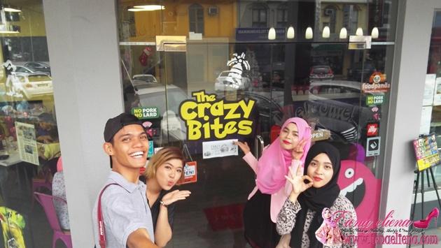Bersama rakan blogger di The Crazy Bites SS15 Subang Jaya
