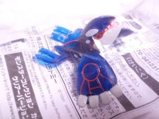 Kyogre figure Takara Tomy Monster Collection Battle Scene clear version in magazine Pokemon Fan Vol.39