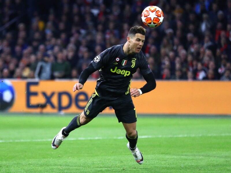 Ronaldo-tanduk-bola