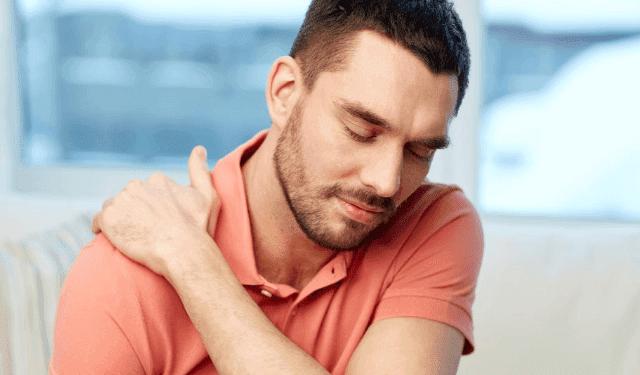 ما علاج خلع الكتف وما اسبابه
