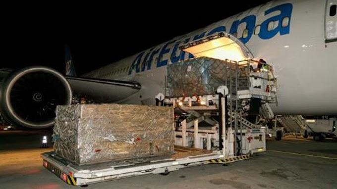 Llega a España el primer gran envío con 1.200.000 mascarillas para personal sanitario