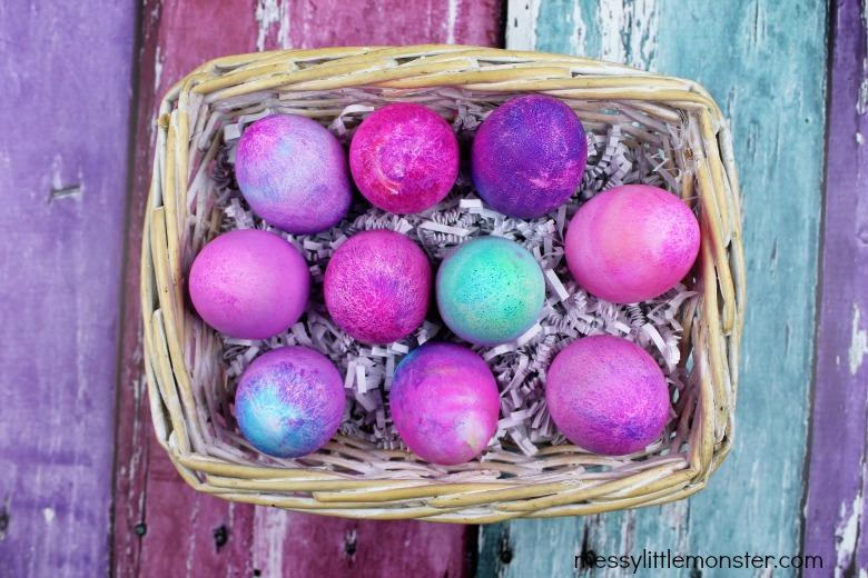 How do you dye eggs with shaving cream?